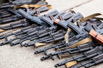 kalashnikovs-captured-weapons-ak-rifles-600x400